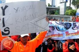 """YKS"" Trans TV Dihentikan Komisi Penyiaran Indonesia"