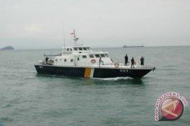 Distribusi Logistik ke Pulau Gunakan Kapal Patroli