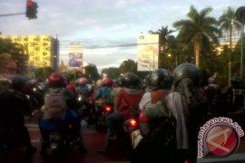 Pemudik bermotor mulai ramaikan jalan arteri Karawang