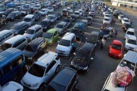 Ribuan kendaraan menumpuk di Bakauheni