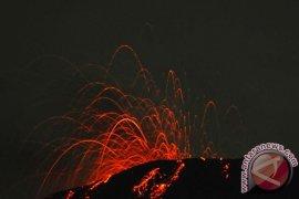 Gunung Slamet Keluarkan Pijar Ketinggian 200-300 meter