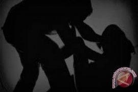 Seorang pria di Teluk Barak ditangkap polisi diduga cabuli anak tirinya