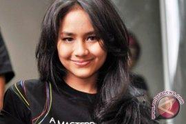 Gita Gutawa Tampil Dewasa