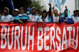 Ribuan Buruh Demo Dukung UMP Rp3,9 Juta