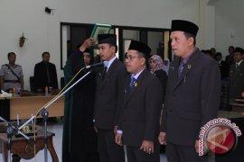 Pimpinan Definitif DPRD HST Dilantik