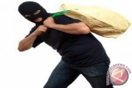 Komplotan perampok bawa kabur uang ratusan juta rupiah