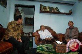 Mbah Moen Tegaskan Muktamar Surabaya dan Jakarta Ilegal