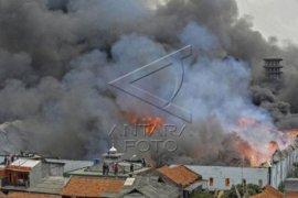 Pemkot Bekasi hitung kerugian pabrik minyak terbakar