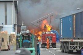 Pemkot Bekasi evaluasi izin usaha pabrik terbakar