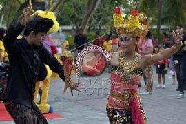 Alfamart Gelar Festival Budaya Bali