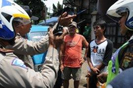 Angkot mogok buruh dan pelajar Sukabumi telantar