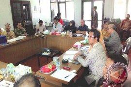 Kunjungan Komisi IV ke Anjungan Kaltim TMII