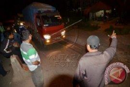 Gubernur dukung warga blokir jalan truk batu bara