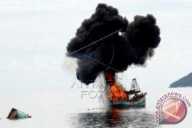 Pemerintah Tenggelamkan Tiga Kapal Ikan Asing Ilegal
