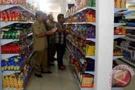 Tim Gabungan Sekadau Periksa Barang Jualan Pusat Perbelanjaan