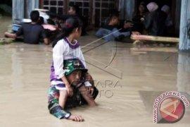 Ratusan Warga Kabupaten Bireuen Mengungsi Akibat Banjir