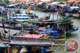 Nelayan Tidak Melaut Dikarenakan Cuaca Dan Limbah