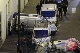 Empat orang ditusuk di dekat kantor lama Charlie Hebdo