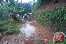 Waduh, 11 Titik Jalan Di Sukabumi Tertutup Longsor