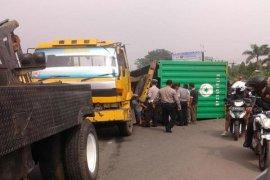 Polantas Bekasi berlakukan rekayasa lalin TKP kontainer