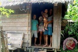Cin Moy, 30 Tahun Tinggali Gubuk Reot