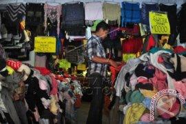 Disperindag Ingatkan Bahaya Gunakan Pakaian Bekas Impor