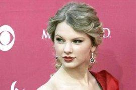 Kanye West Berencana Berkolaborasi Dengan Taylos Swift
