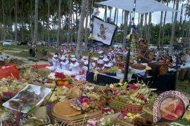 Umat Hindu Kalbar Gelar Ritual Melasti di Pantai Kijing