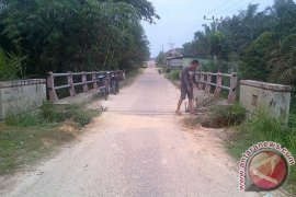 Jembatan Bukit Harapan di Batanghari nyaris putus