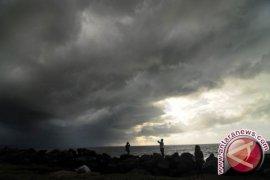 Cuaca ekstrem, Pemda diminta dirikan posko siaga bencana