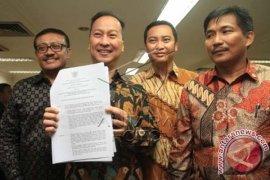 Agus Bacakan Surat Pergantian Pimpinan Fraksi Golkar DPR
