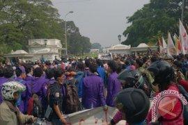450 Polisi Kawal Aksi Mahasiswa Di Bogor
