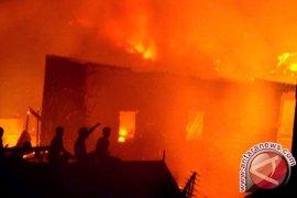 Kebakaran Hanguskan Belasan Bangunan di Penajam
