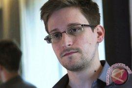 Trump pertimbangkan  pengampunan bagi pembocor Edward Snowden