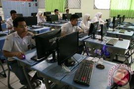 12 SMA Sukabumi Laksanakan UN Berbasis Komputer