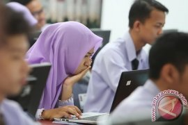 No SMP Carries Out Online Exam in Banjarmasin