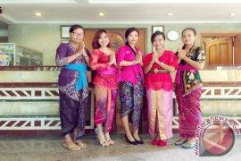 Club Bali Suites Legian Tampil Anggun di Hari Kartini