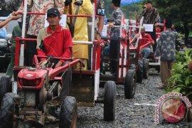 Hadiri Rakor Tiga Bupati Dapat 150 Traktor