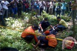 Mayat Wanita Diduga Korban Pemerkosaan Ditemukan di Gunung Meukek