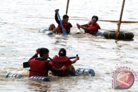Piranha Juarai Galon Rafting