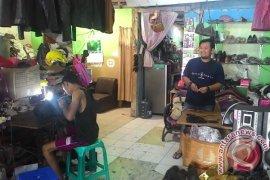 Pengerajin Sepatu Kulit di Denpasar Butuh Promosi