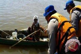 Satpolair Cegah Kapal Bawa Anak Ikan