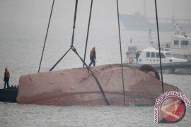 Kapal Ikan China Tabrakan Dengan Kapal Barang, 17 Hilang