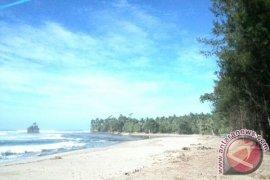 Dana revitalisasi Pantai Wayhawang rp39 juta