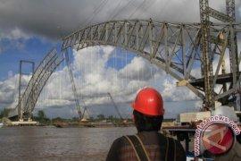 Pelengkung Busur Jembatan Kartanegara Segera Tersambung