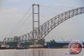 Rangka Lantai Jembatan Kartanegara Segera Dipasang
