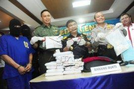 """Polisi Tangkap Empat Perempuan Saat """"Pesta"""" Narkoba"""