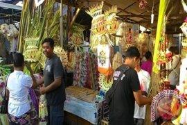 Omzet Pedagang Sarana Ritual Naik Jelang Galungan