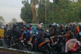 Pemudik bersepeda motor ramaikan jalan arteri-Pantura Karawang