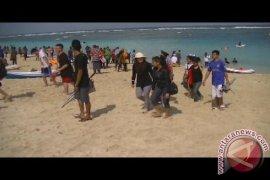 Pantai Penimbangan Singaraja Dipadati Wisatawan Libur Paskah
